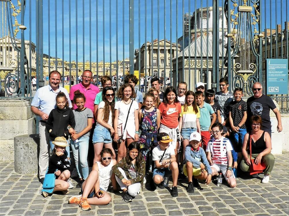 le-conseil-municipal-jeunes-de-saint-renan-avec-les-elus_4679845